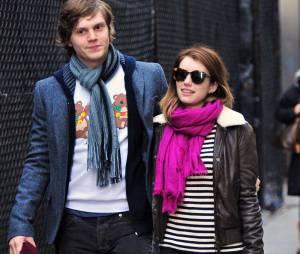 Emma Roberts a frappé son petit-ami Evan Peters