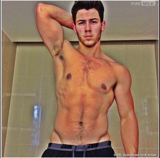 Nick Jonas torse nu sur Instagram, le 30 juillet 2013