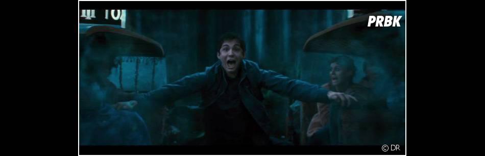 Percy Jackson - La Mer des Monstres : Logan Lerman dans un drôle de taxi