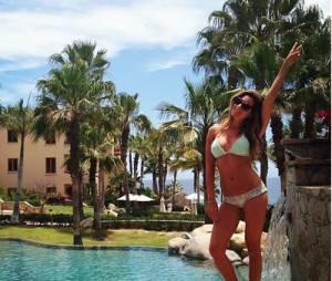 Ashley Tisdale envoie une carte postale sexy du Mexique