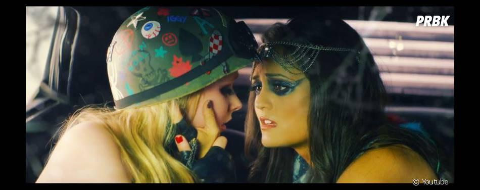 Avril Lavigne : Rock N Roll, le clip déjanté