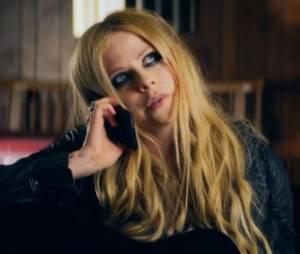 Avril Lavigne : Rock N Roll, le clip drôle et improbable