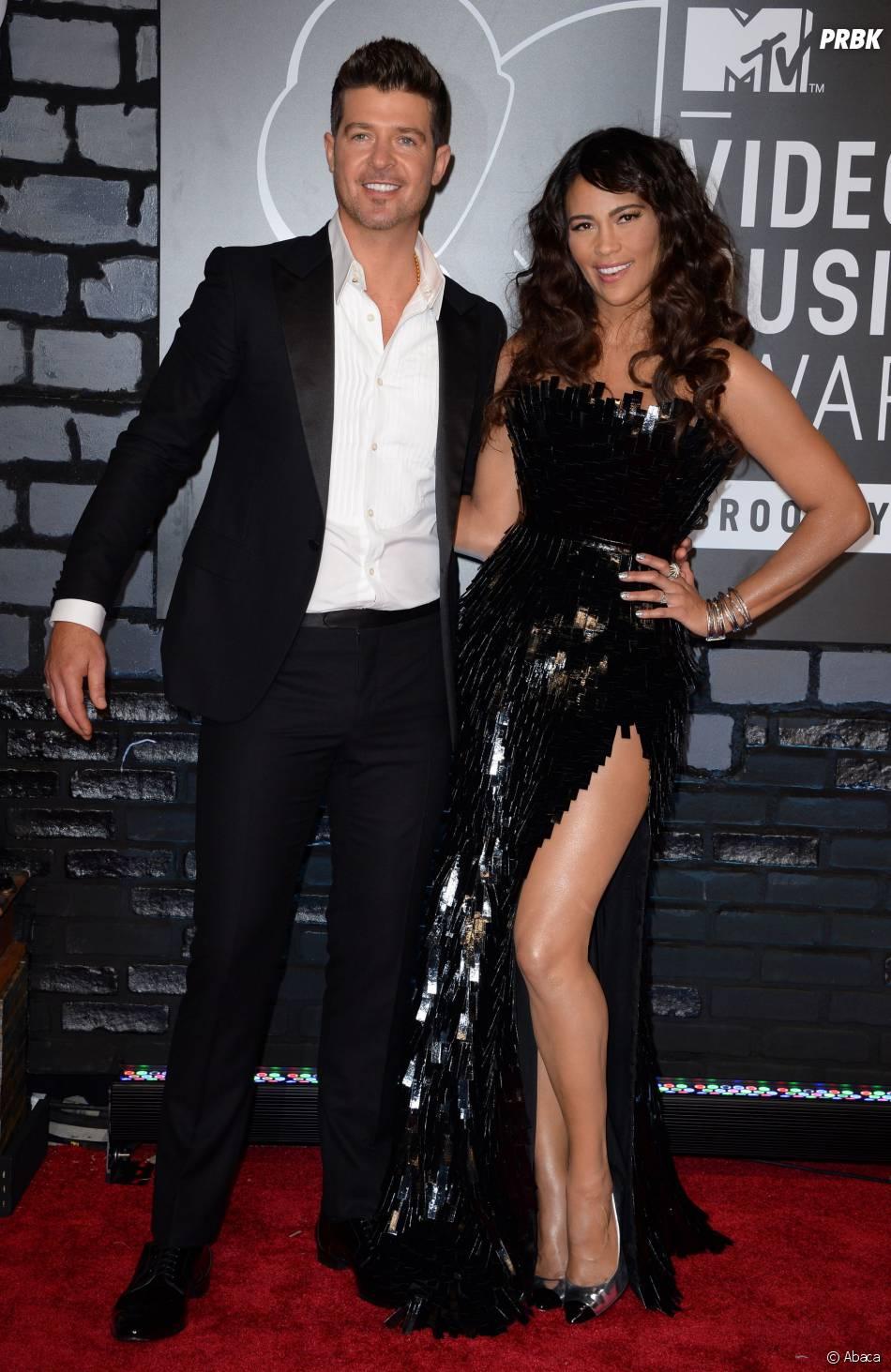 Robin Thicke et sa femme Paula Patton, sur le tapis rouge avant la cérémonie des MTV VMA 2013