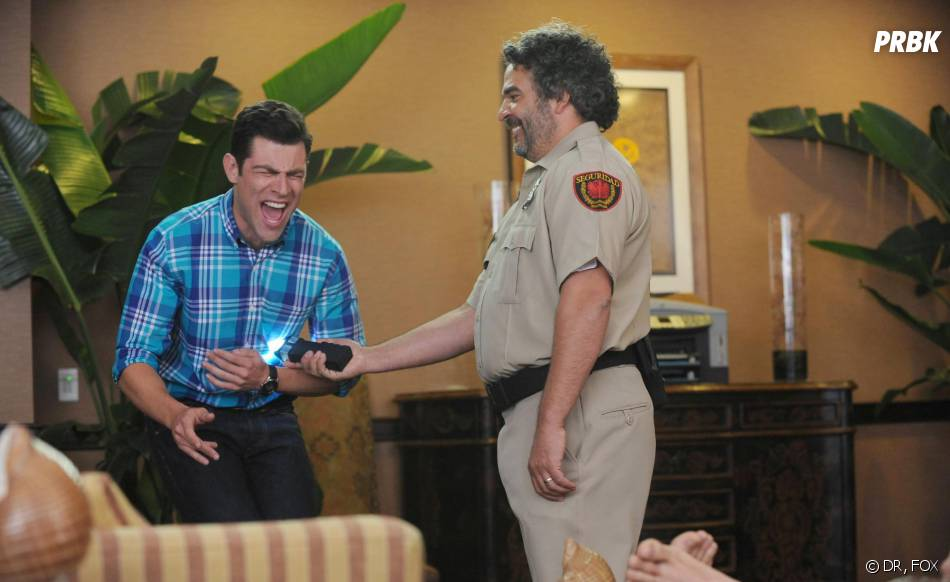 New Girl saison 3, épisode 1 : coup de taser pour Schmidt