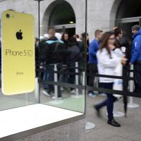 iPhone 5S et iPhone 5C : des SDF payés pour faire la queue devant Apple