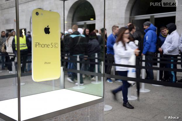 iPhone 5S et iPhone 5C : un homme payait des SDF pour qu'ils fassent la queue devant l'Apple Store de Pasadena