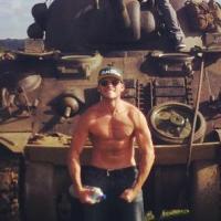Scott Eastwood : le fils de Clint torse nu au côté de Brad Pitt pour le film Fury
