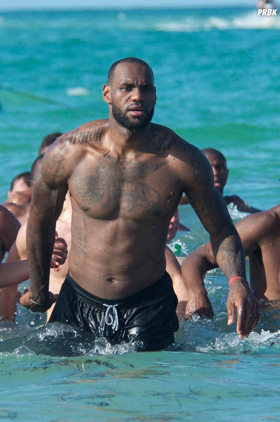 Lebron James : la star de Miami Heat en mode torse nu