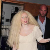 Lady Gaga nue sur scène : une promo plus trash que Miley Cyrus ?