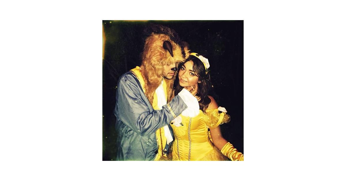 les pires et les meilleurs costumes d 39 halloween 2013 sarah hyland dans la belle et la b te. Black Bedroom Furniture Sets. Home Design Ideas