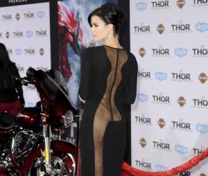 Jaimie Alexander dévoile ses fesses sur le tapis rouge de Thor 2, le 4 novembre 2013 à Los Angeles