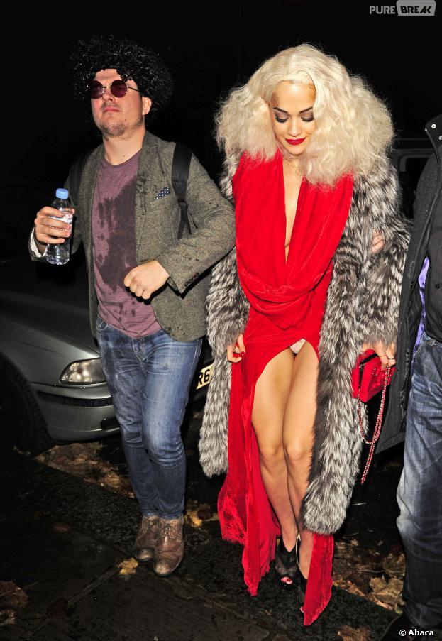Rita Ora exhibe sa culotte à Londres, le 26 novembre 2013