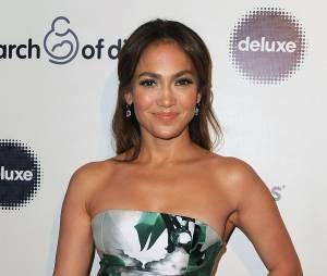 Jennifer Lopez, récompensée d'un Grace Kelly Award lors du Gala March of Dimes, à Los Angeles, le 6 décembre 2013