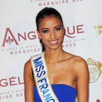 Flora Coquerel : Miss France 2014 souriante à l'avant-première d'Angélique