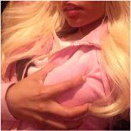 Nicki Minaj  : sein dans la main et doigts dans la bouche, ses selfies trash