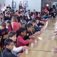 [VIDEO] Impressionnant : 200 élèves d'un collège reprennent When I'm Gone façon Cup Song