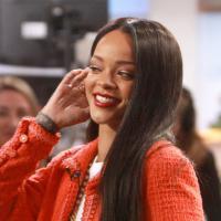Rihanna : cheveux lisses et look sage à New-York