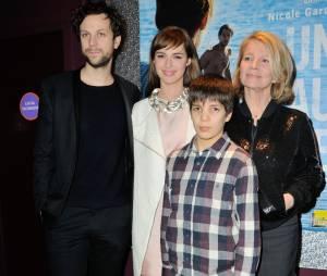 Louise Bourgoin entourée de Pierre Rocherfort, Mathias Brezot et Nicole Garcia, pour l'avant-première d'Un beau dimanche, le 3 février 2014 à Paris