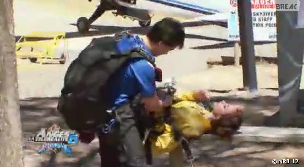 Les Anges 6 : le malaise de Dania après un saut en parachute