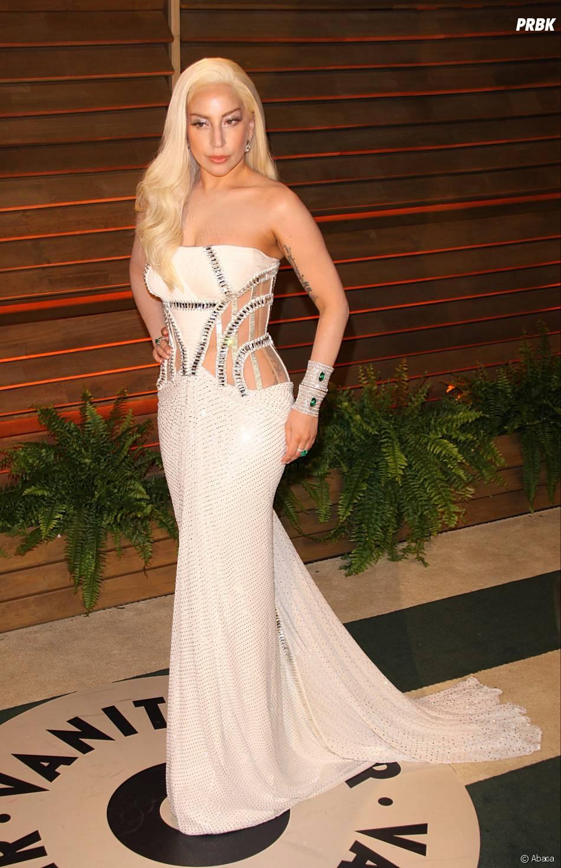 Lady Gaga se fait vomir dessus sur scène, Demi Lovato réplique
