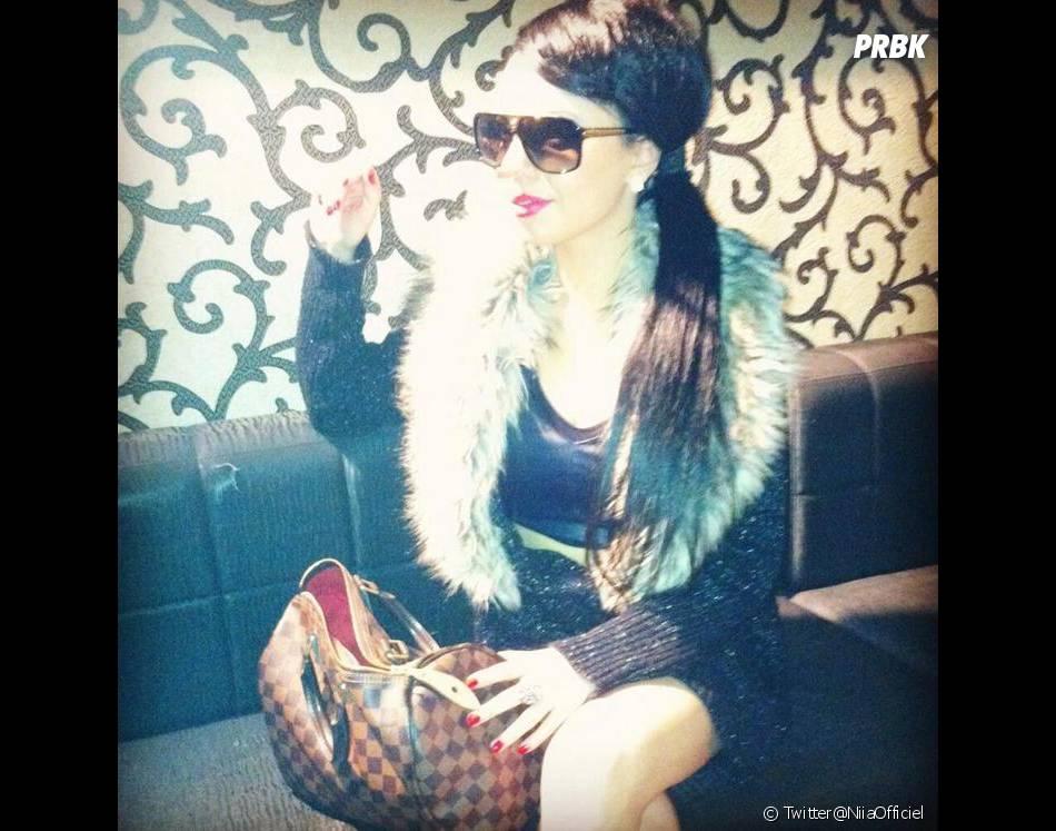 Niia Hall en mode sexy sur Twitter