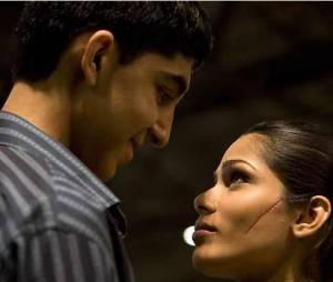 Dev Patel et Freida Pinto dans Slumdog Millionaire