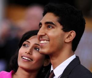 Freida Pinto et Dev Patel souriants et glamours au SAG Awards 2013