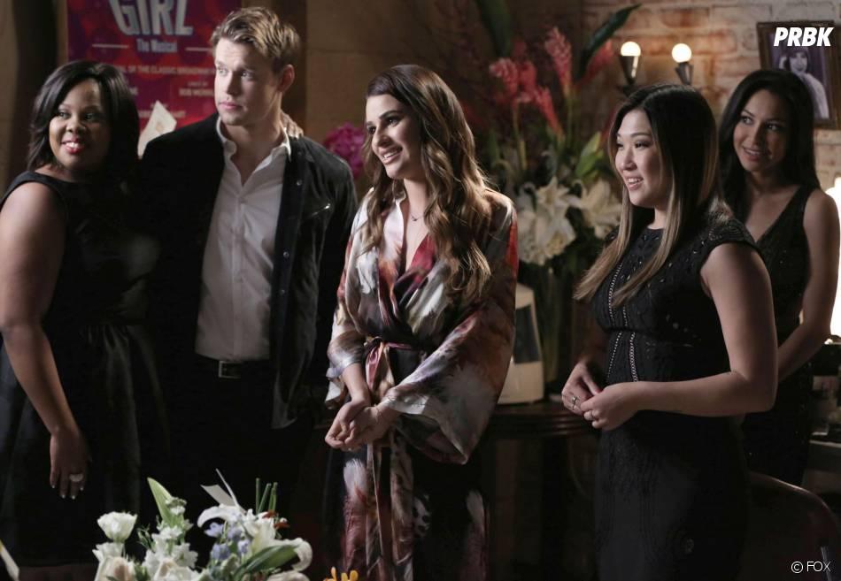 Glee saison 5, épisode 17 : Rachel bien entourée poru ses débuts à Broadway