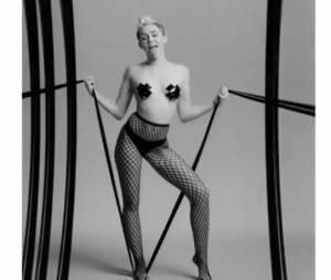 Miley Cyrus sexy et SM dans une vidéo de Quentin Jones