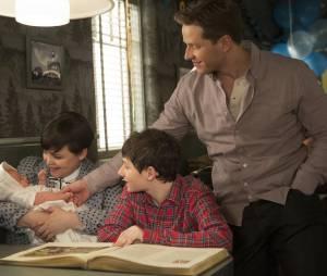 Once Upon a Time saison 3 : Henry, Snow, Charming et leur bébé dans le final