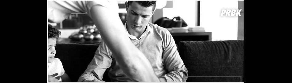 Cristiano Ronaldo observé par son fils Cristiano Ronaldo Junior