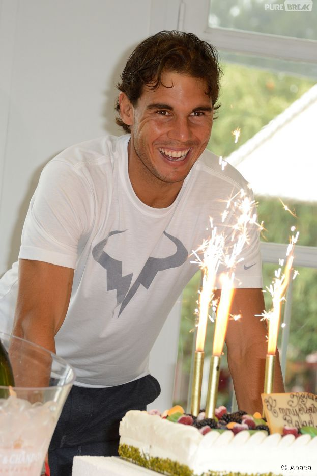 Rafael Nadal souriant pour fêter ses 28 ans à Roland Garros 2014