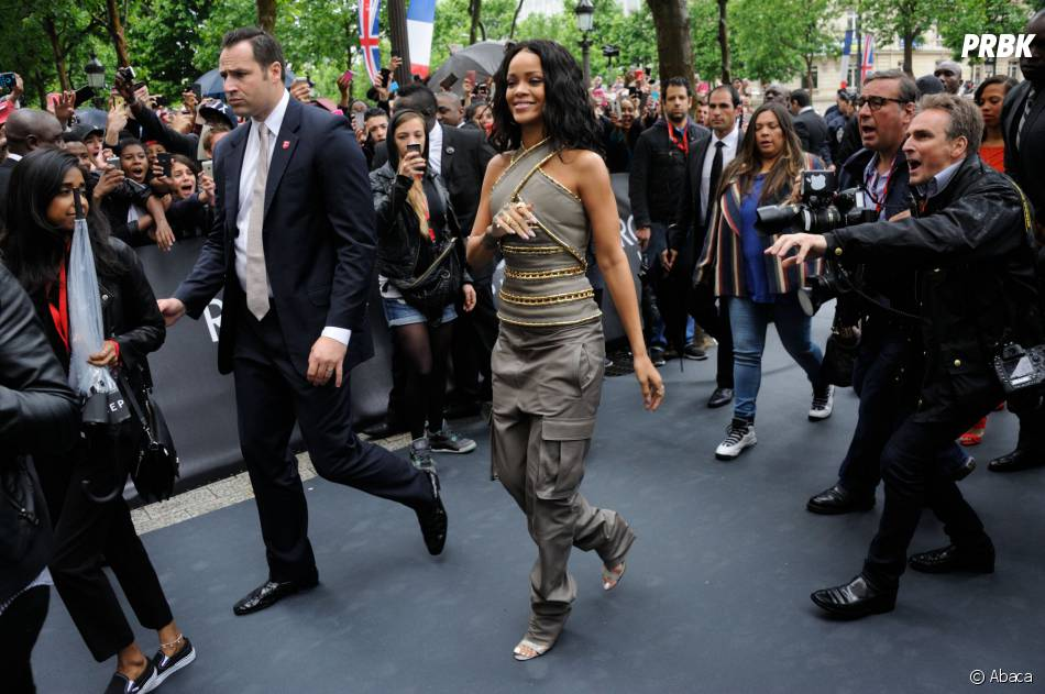 rihanna au magasins sephora sur les champs elys es paris le 4 juin 2014 purebreak. Black Bedroom Furniture Sets. Home Design Ideas