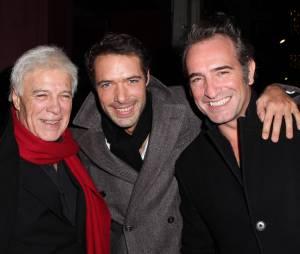 Nicolas Bedos, Guy Bedos et Jean Dujardin prennent la pose à Paris, le 23 décembre 2013