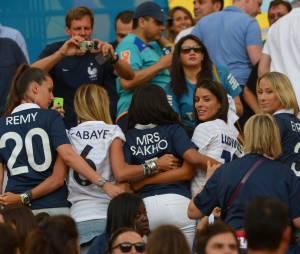 Les femmes des Bleus présentes lors du match de l'équipe de France contre l'Equateur au Mondial 2014, le 25 juin 2014