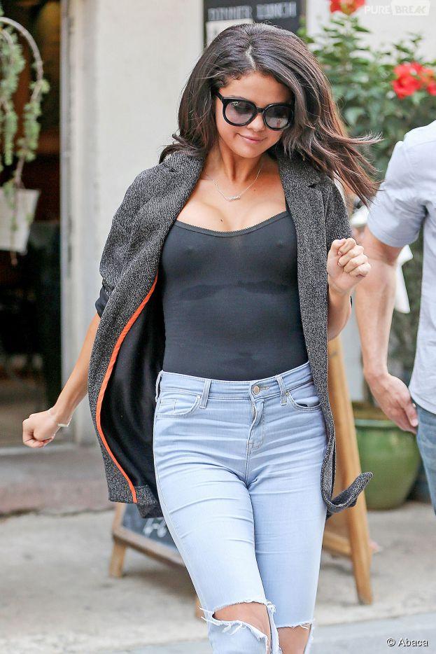 Selena Gomez : seins apparents en pleine rue le 10 juillet 2014