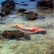 Laury Thilleman : bikini, décolleté... ses vacances sexy en Italie