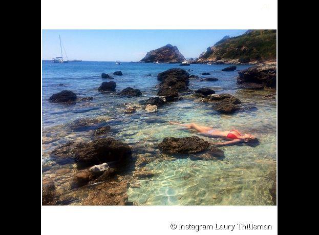 Laury Thilleman sexy en bikini, au mois de juillet 2014 en Italie