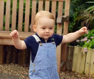 Prince George : le bébé du Prince William et de Kate Middleton fait ses premiers pas avant son anniversaire