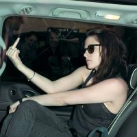 Kristen Stewart : pourquoi elle ne sourira jamais aux paparazzi