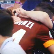 Un footballeur embrasse sa grand-mère après un but, l'arbitre lui file un carton