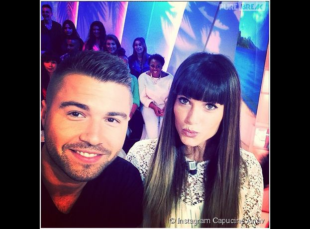 Capucine Anav dévoile sa frange sur Instagram, le 29 septembre 2014