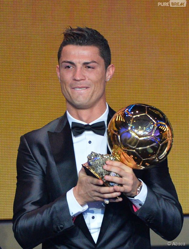 Cristiano Ronaldo en larmes sur la scène du Ballon d'or 2013