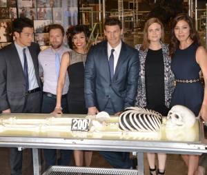 Bones saison 10 : les acteurs et le gâteau du 200ème épisode