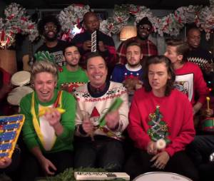 "Les One Direction reprennent ""Santa Claus is coming to town"" avec Jimmy Fallon"