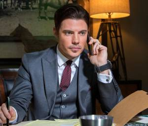 Dallas saison 3 : Josh Henderson sur une photo