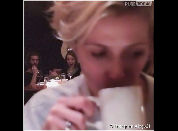 Emma Stone et Andrew Garfield grillent une fan dans un restaurant à NY