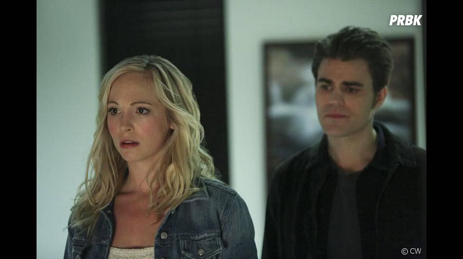 The Vampire Diaries saison 6, épisode 14 : Caroline (Candice Accola) surprise sur une photo avec Stefan (Paul Wesley)