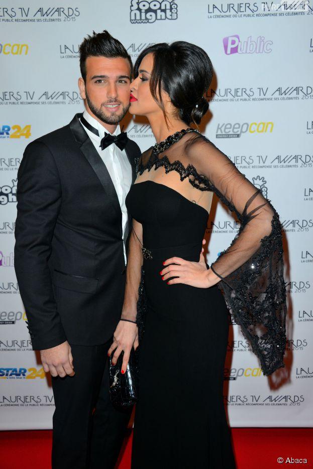 Leila Ben Khalifa et Aymeric Bonnery : bisou sur le tapis rouge des Lauriers TV Awards, le 6 janvier 2015 à Paris