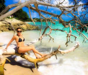 Eve Angeli prend la pose en bikini lors de ses vacances en Guadeloupe en 2015